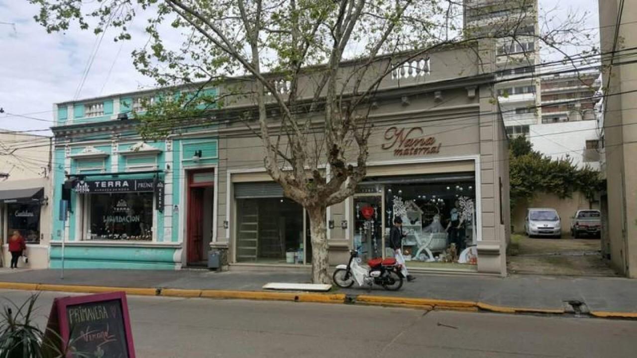 INMEJORABLE UBICACIÓN- PAUNERO 1200-IMPERDIBLES LOCALES COMERCIALES S/LOTE PROPIO DE 756 M2