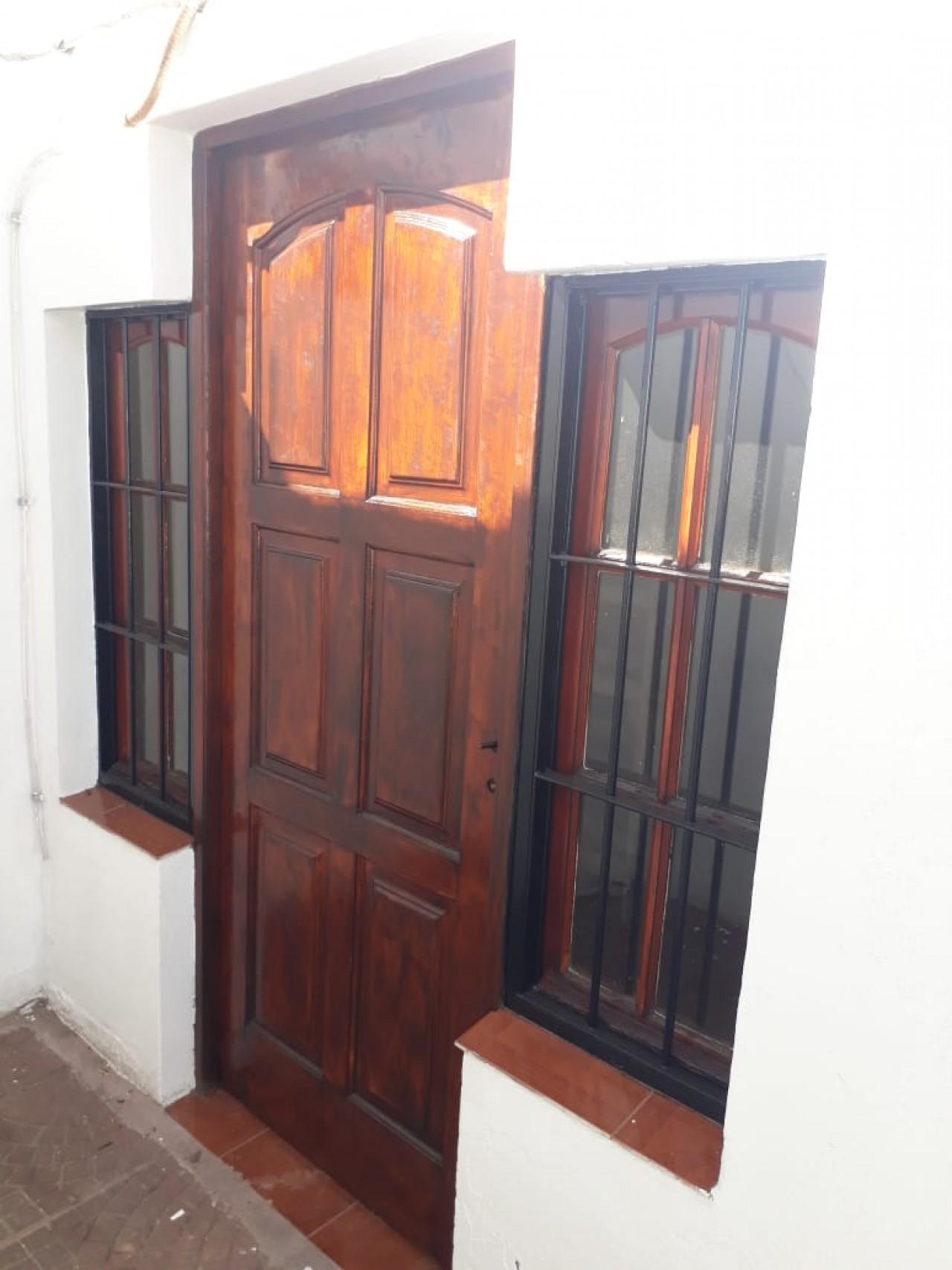 Casa 4 Ambientes con Cochera y Patio.